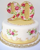 Nevie_pie_cakes_Vintage-birthday-cake-Hertfordshire