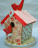 Nevie_pie_cakes_gingerbread-bird-house