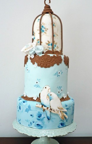 Nevie_pie_cakes_vintage-bird-house-cake-London