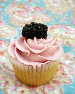 Nevie_pie_cupcakes_blackberry-cupcake-Oxfordshire